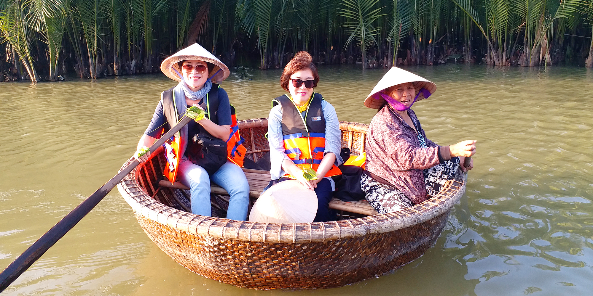9.Unique Bamboo Basket Boat and Fishing Eperience ( Short tour )